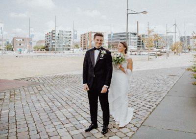 Hochzeitsreportage Bremerhaven Havenwelten first-look Brautpaar